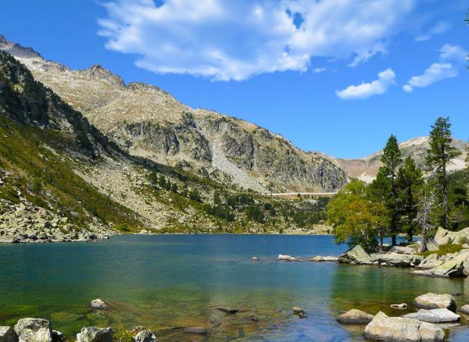 Le parc national des Pyrénées prend soin des sentiers de randonnée