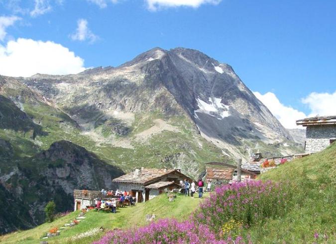 Les refuges des Alpes postes d'observation des changements de pratiques en montagne